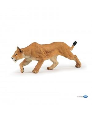 Lionne chassant Papo
