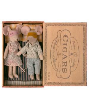 Mum & Dad mice in cigarbox SOURIS MAMAN ET PAPA DANS UNE BOÎTE À CIGARES Maileg